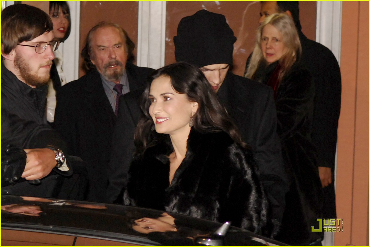 demi moore ashton kutcher berlin germany 16
