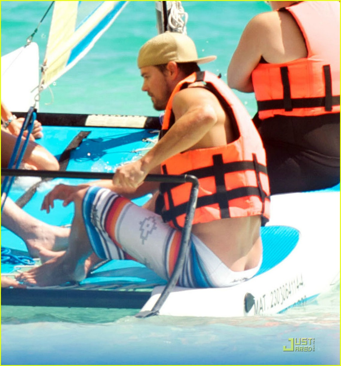 fergie josh duhamel sailboarding 01