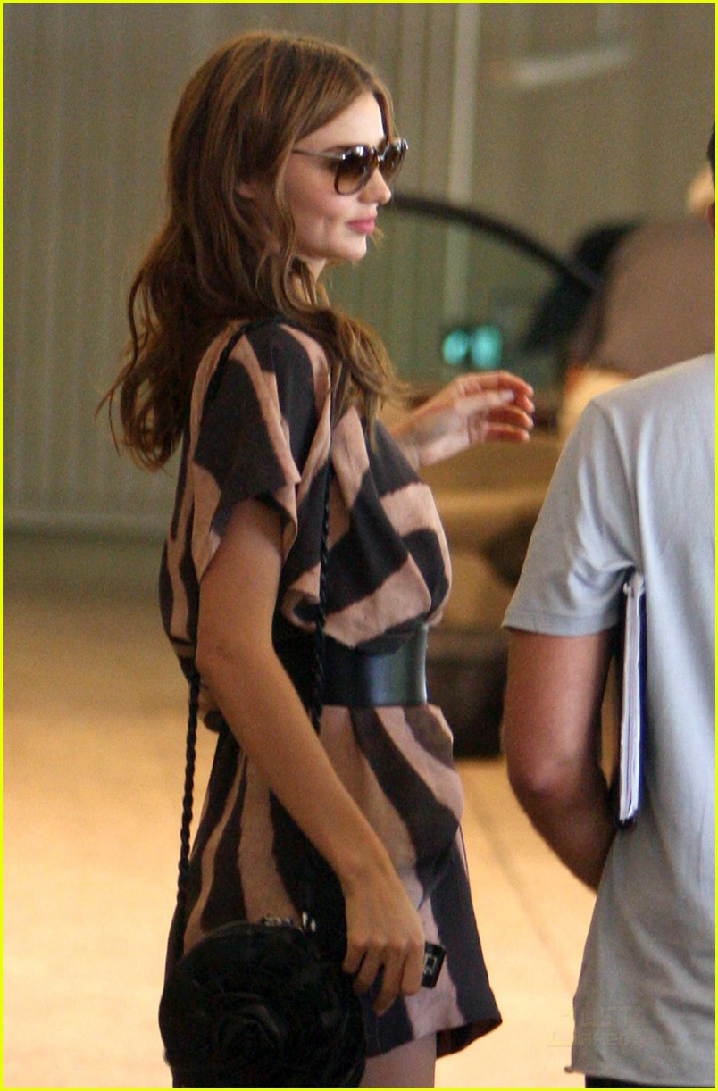 miranda kerr water bottle 01