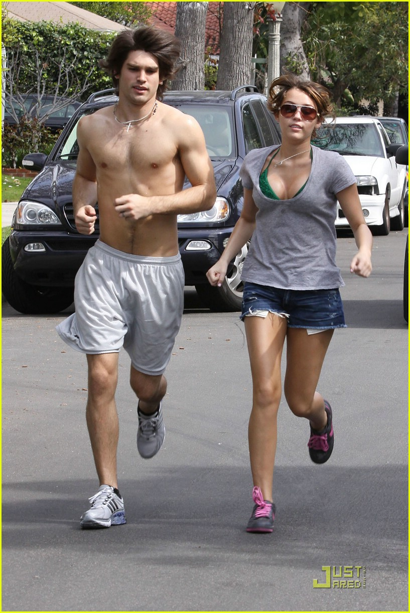 miley cyrus justin gaston jogging shirtless 01