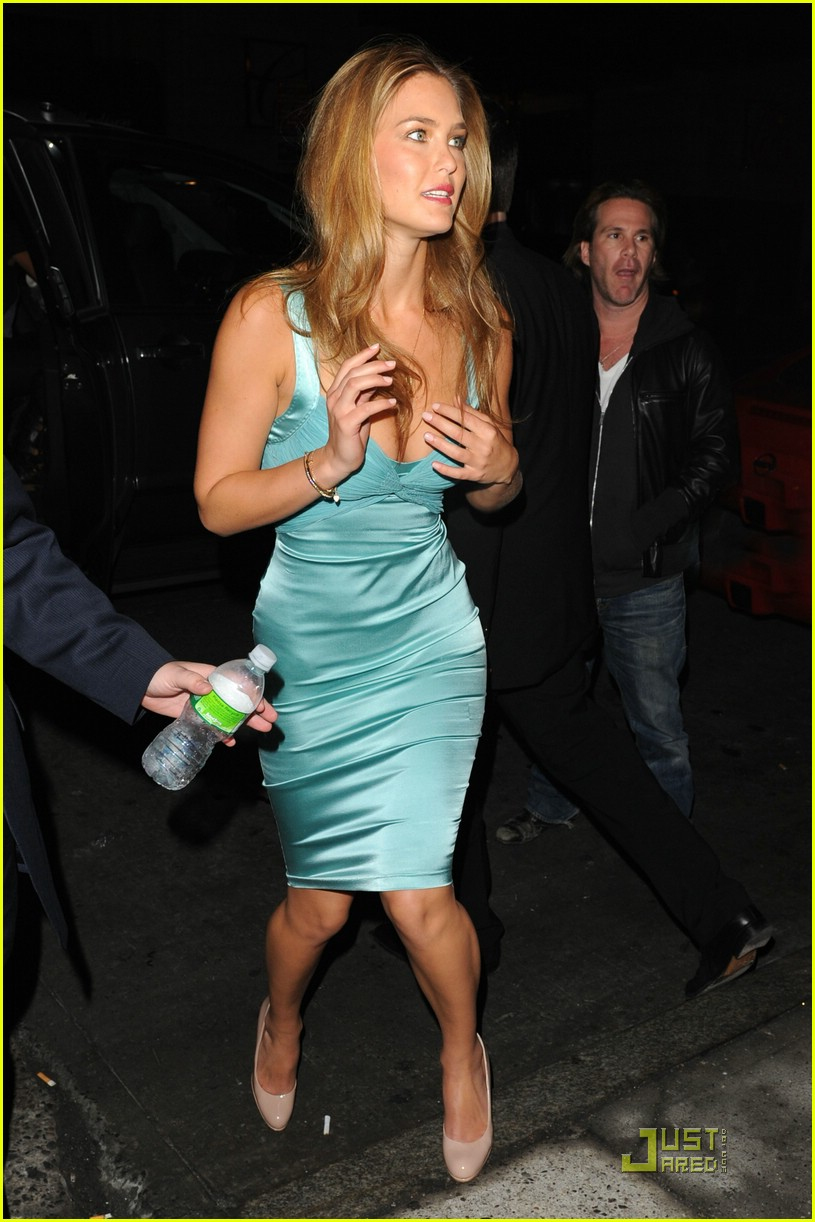 bar refaeli sports illustrated party 04