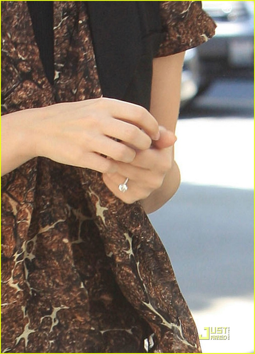 Rachel Bilson Engagement Ring