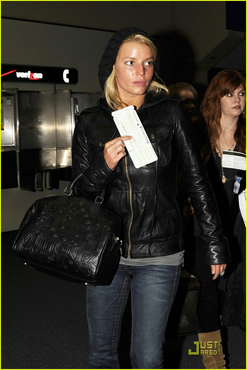 jessica simpson dallas airport 04