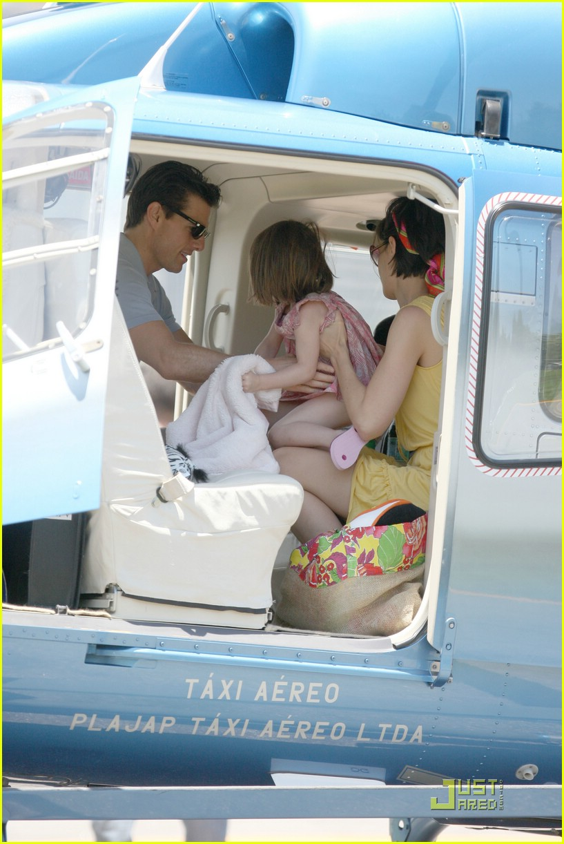 suri cruise helicopter 03