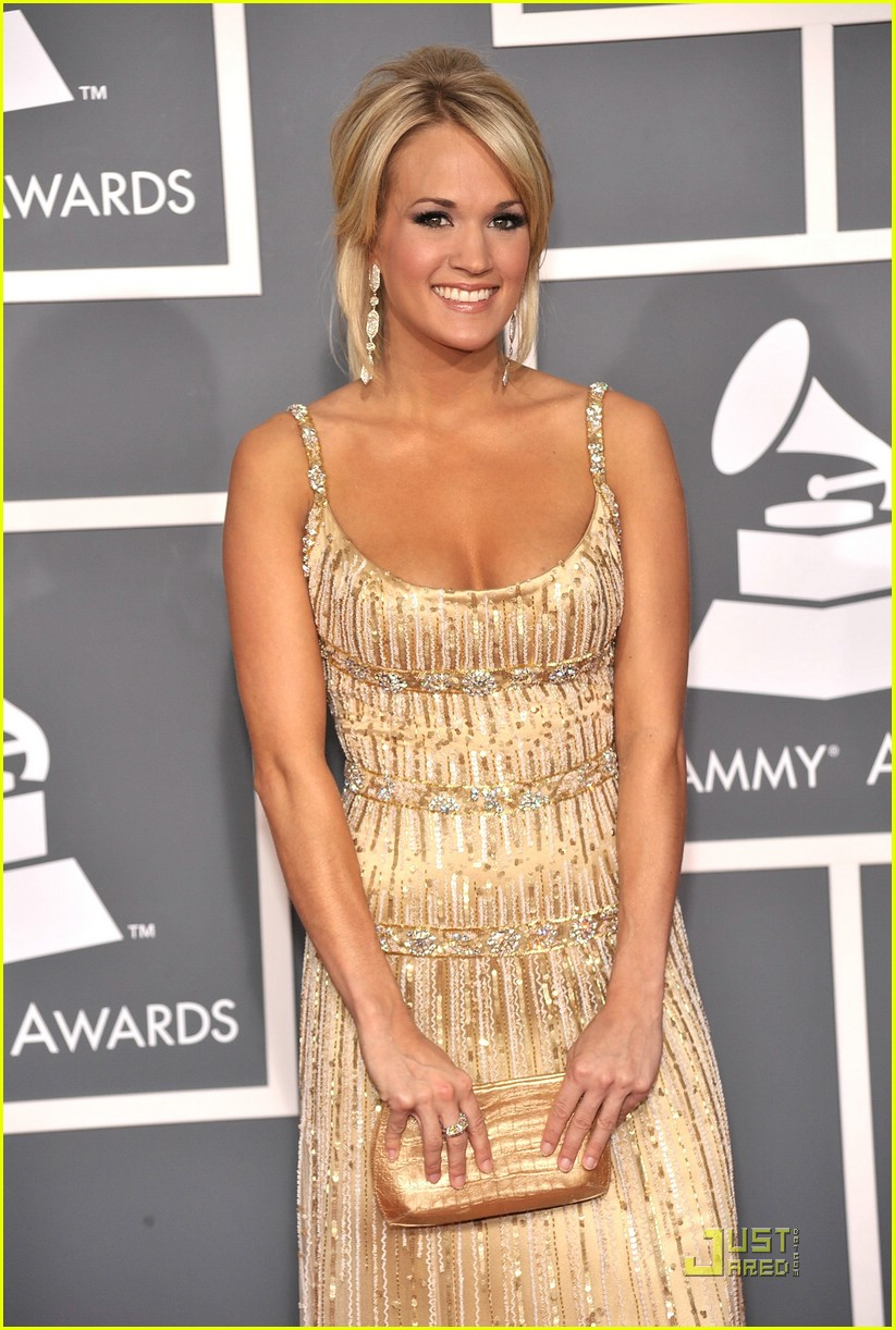 carrie underwood grammys red carpet 2009 071710511