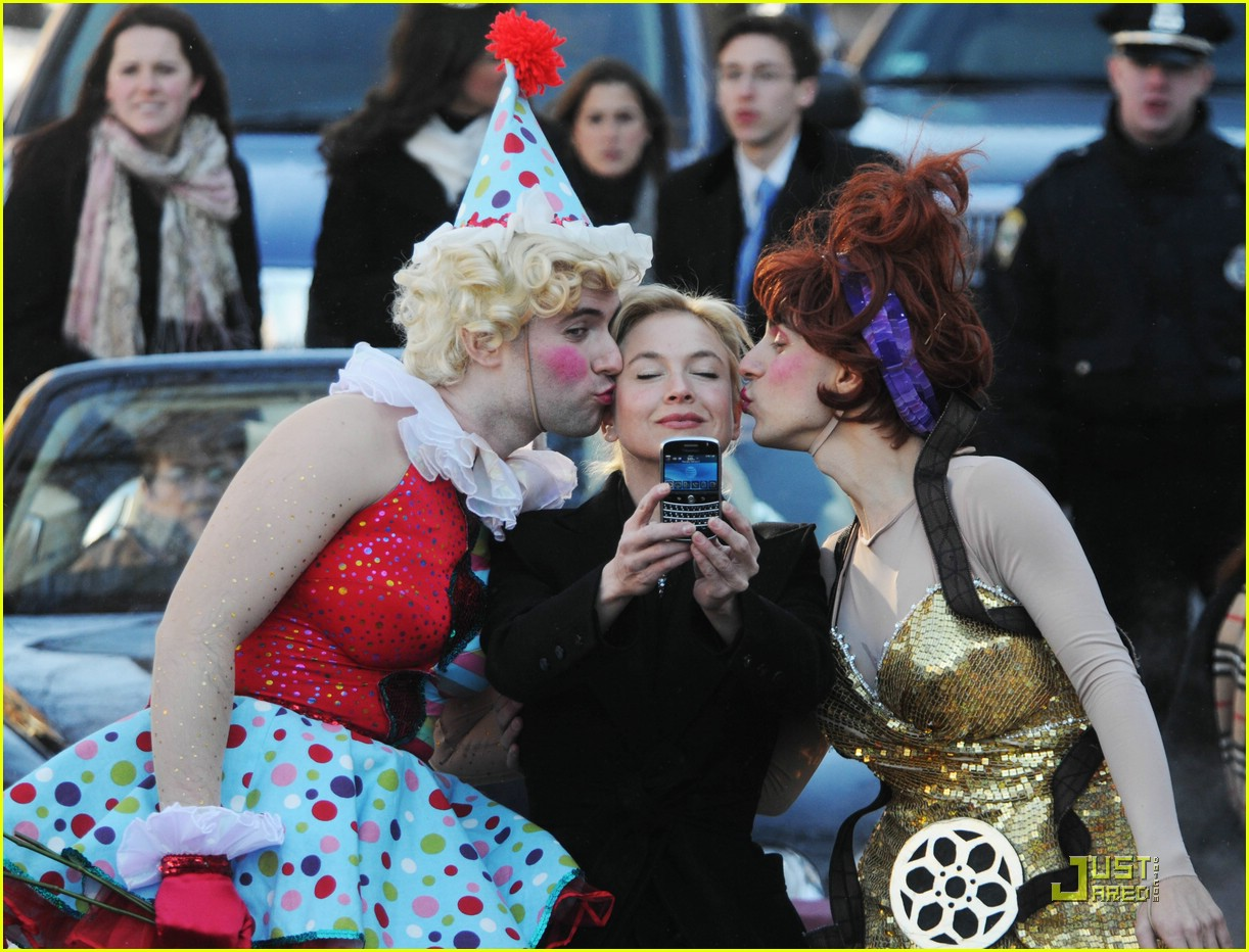 renee zellweger 2009 hasty pudding award 01