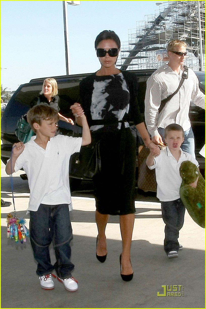 victoria beckham boys support dad 01