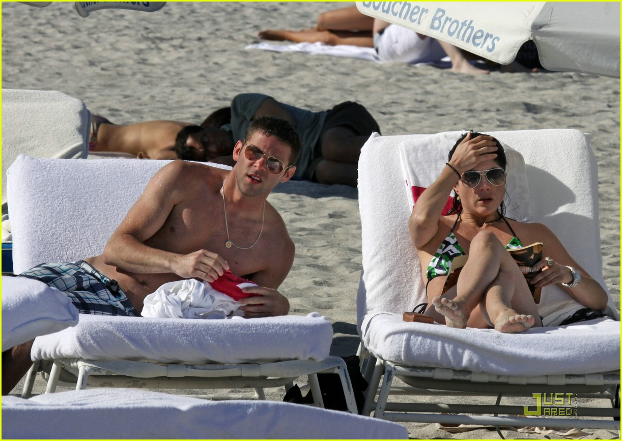 selma blair mikey day beach 10