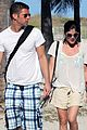 selma blair mikey day beach 04
