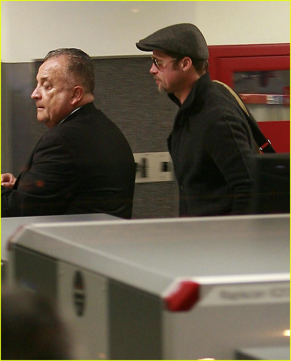 brad pitt lax security 03