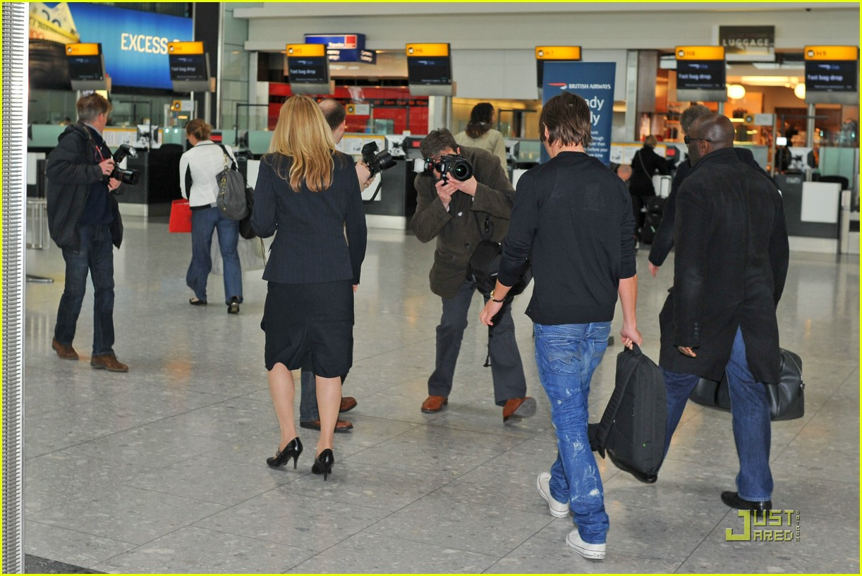 zac efron leaves london 111816121