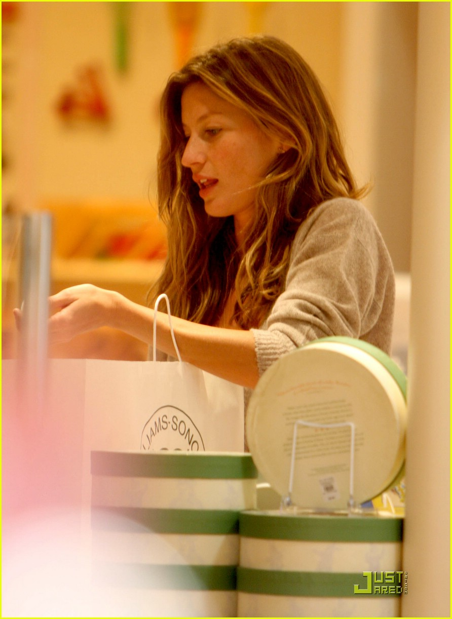 gisele bundchen tom brady best buy candy store 09