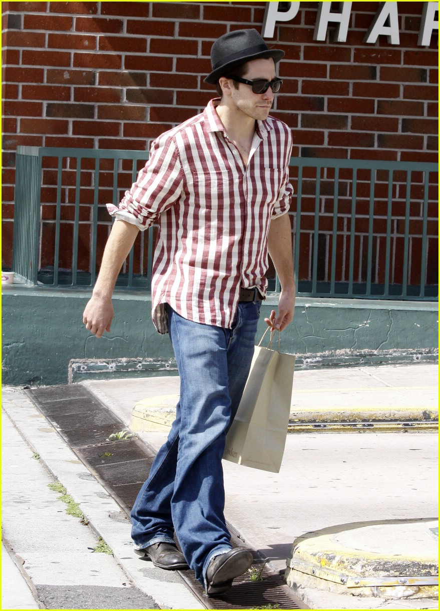 jake gyllenhaal rad plaid 031814371