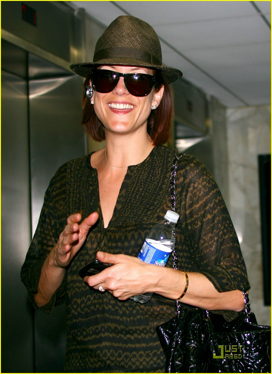 kate walsh hat happy 09