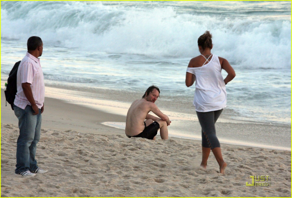 thom yorke shirtless 07