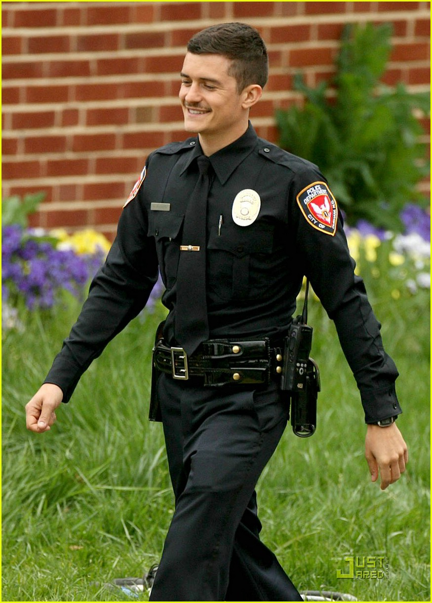 http://cdn04.cdn.justjared.com/wp-content/uploads/2009/04/bloom-police/orlando-bloom-police-officer-06.jpg