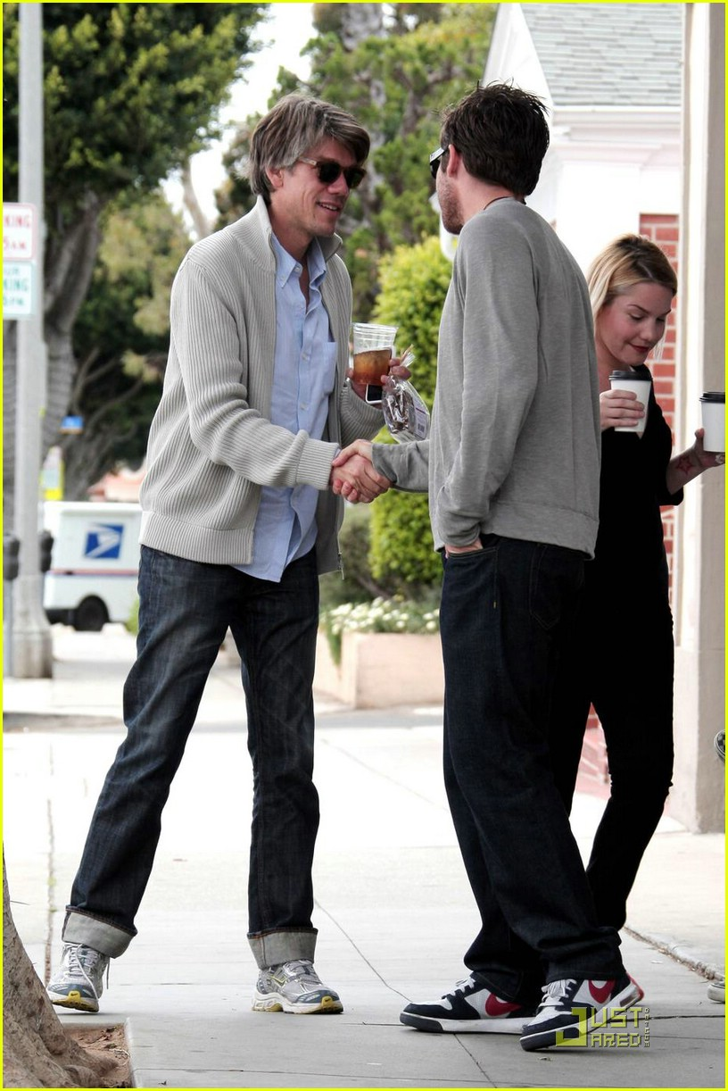jake gyllenhaal stephen gaghan cafe luxxe 01