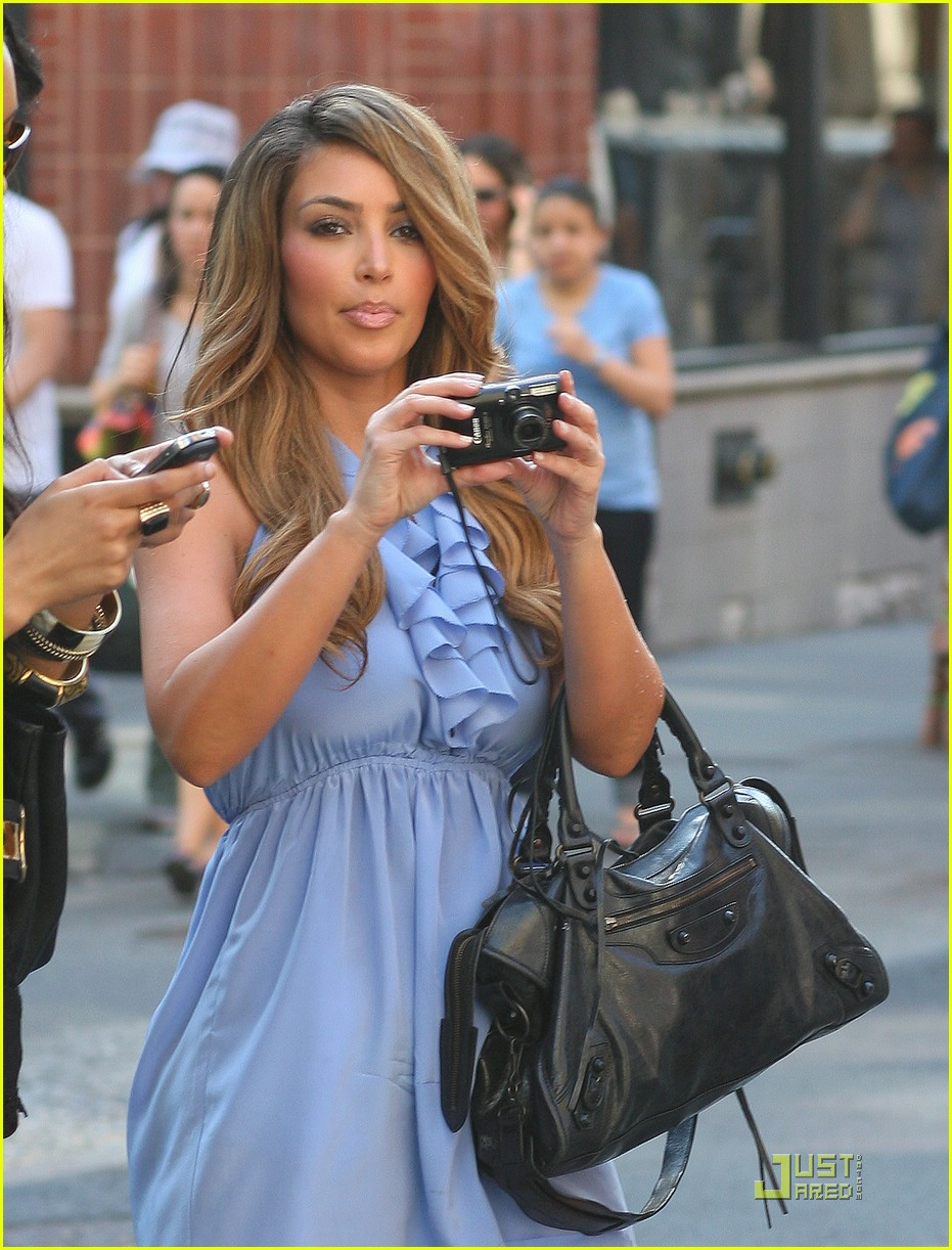 kim kardashian lighter locks 01