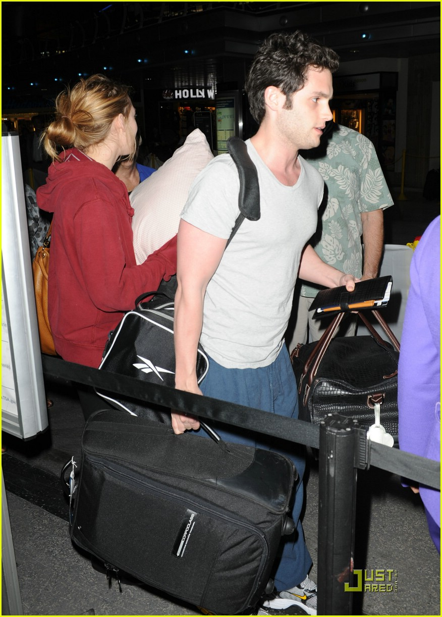 blake lively penn badgley lax 04
