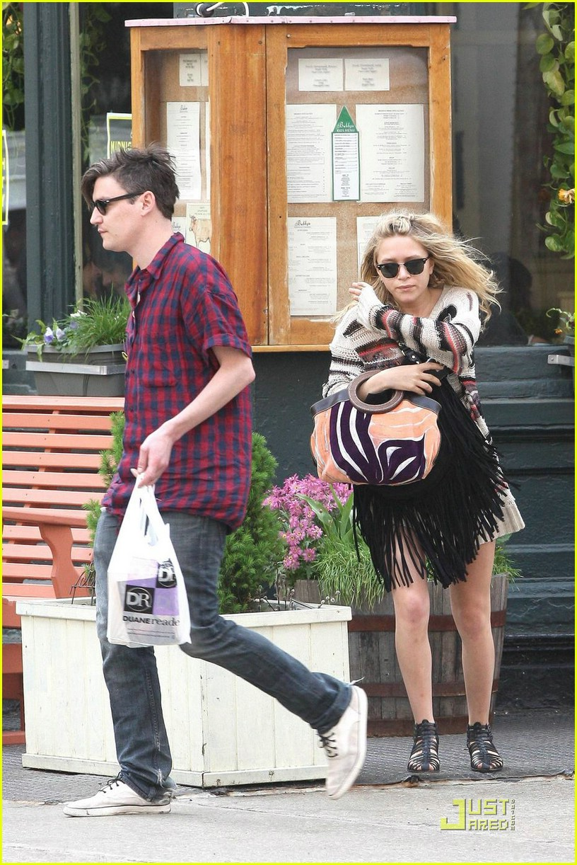 mary kate olsen nate lowman breakfast 121887131