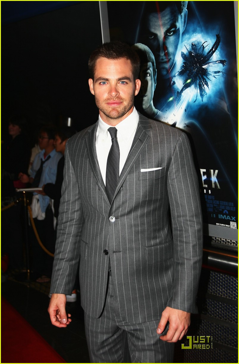 chris pine zachary quinto new zealand premiere 02