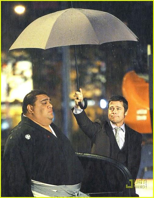 brad pitt umbrella holder 01