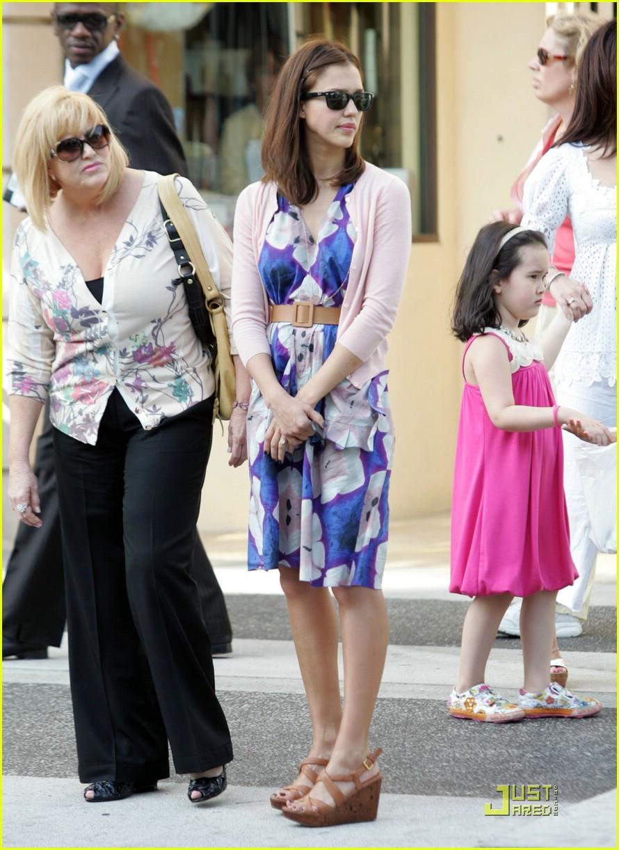 S Mothers Day Jessica Alba Celebrate...