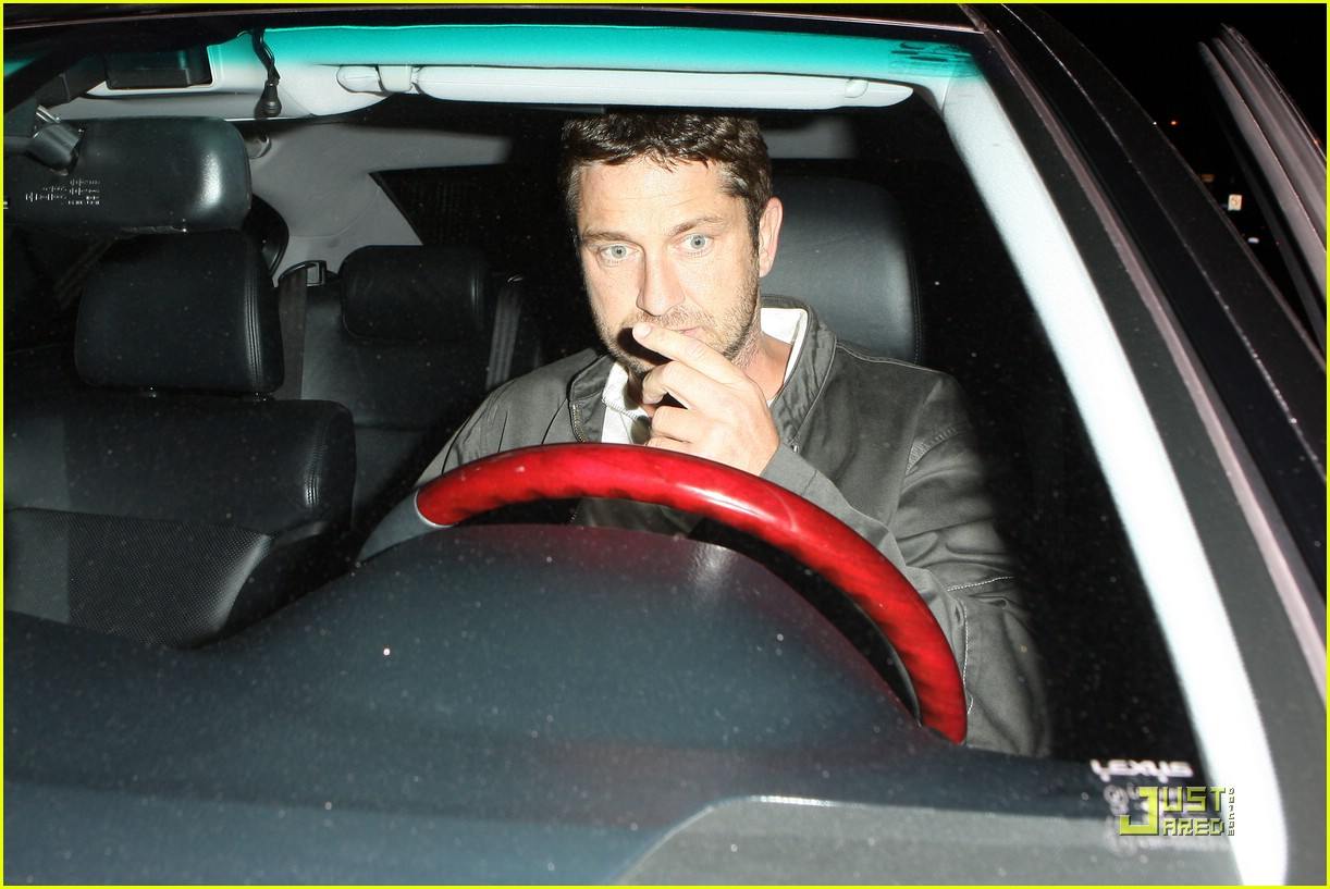 gerard butler visits village idiot 03