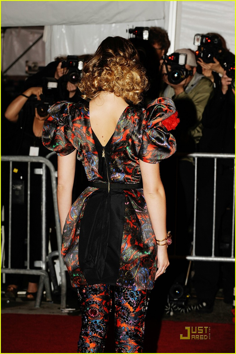 leighton meester met costume institute gala 2009 02