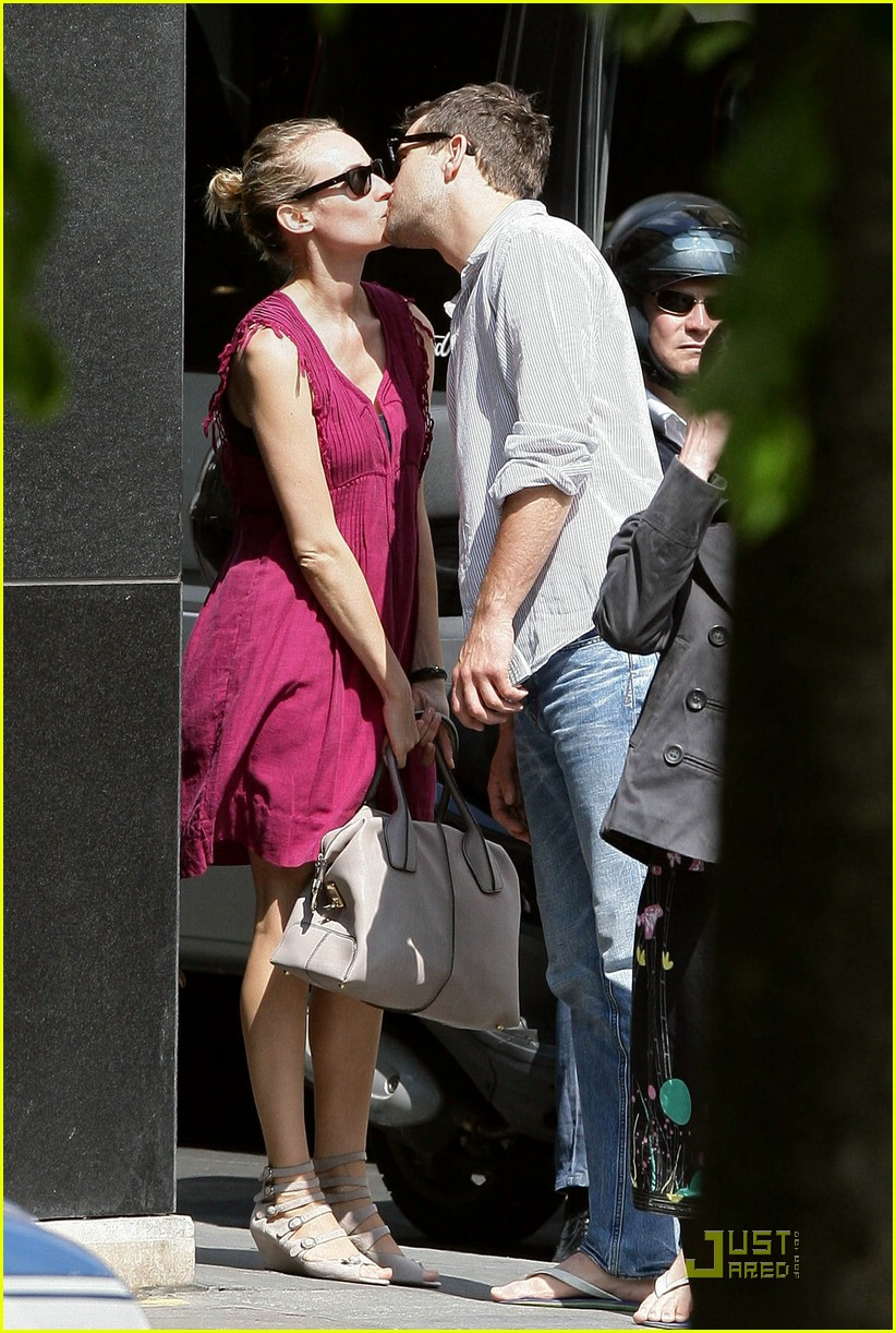 diane kruger joshua jackson kissing couple 01