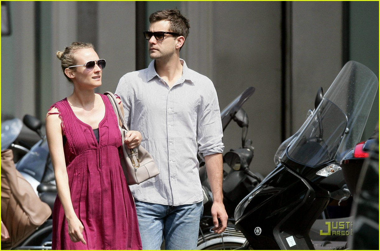 diane kruger joshua jackson kissing couple 16
