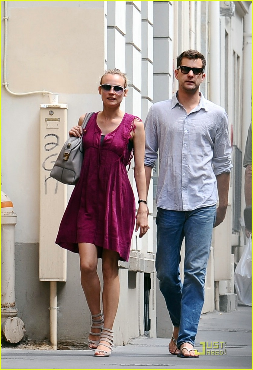 diane kruger joshua jackson kissing couple 17