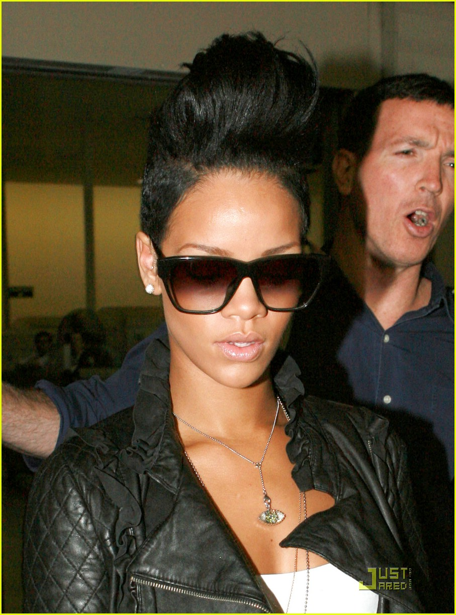 Full Sized Photo of rihanna leather jacket 03 | Photo 1957621