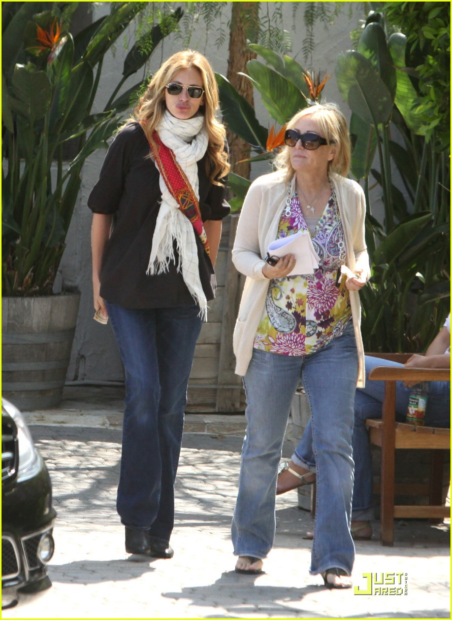 julia roberts meets in malibu 07