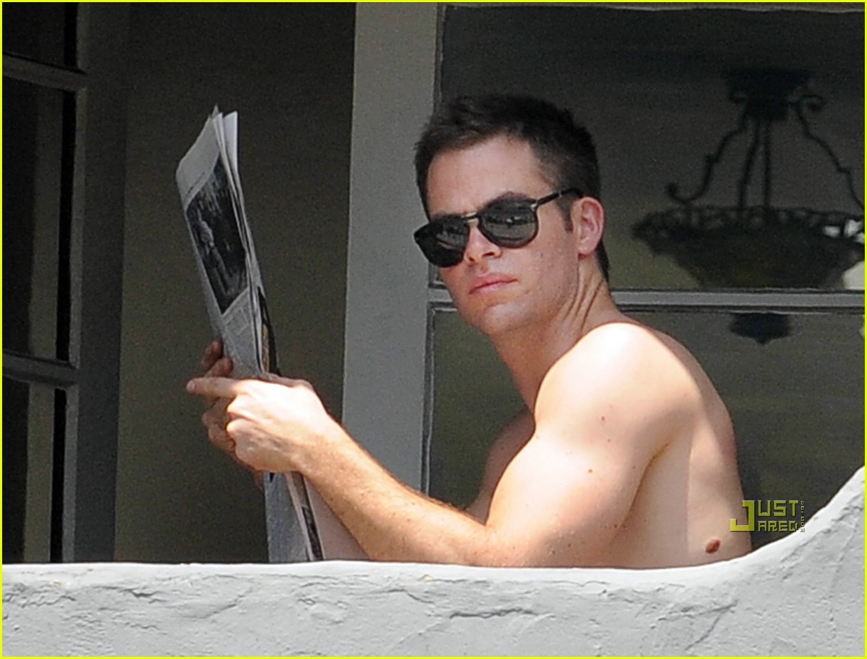 chris pine shirtless picking nose 08