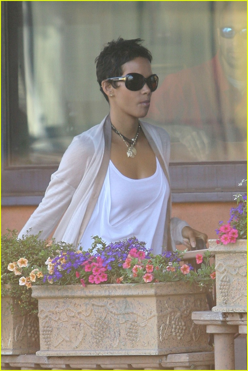 halle berry new short hair 05