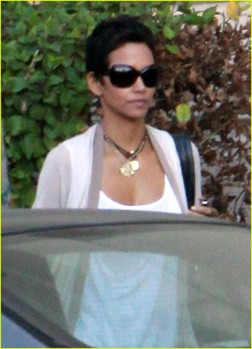 halle berry new short hair 101942481
