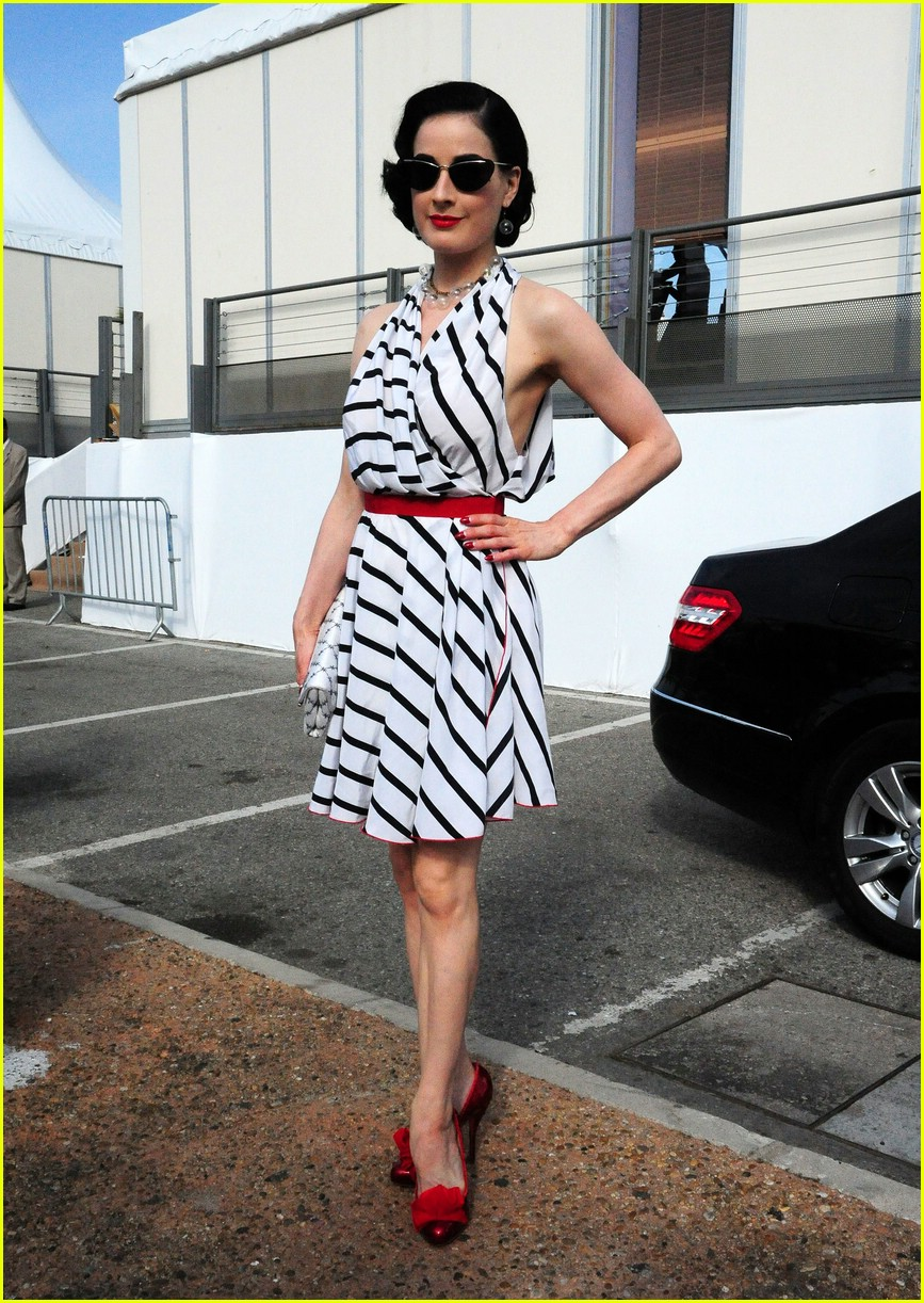 dita von teese stripes out 05