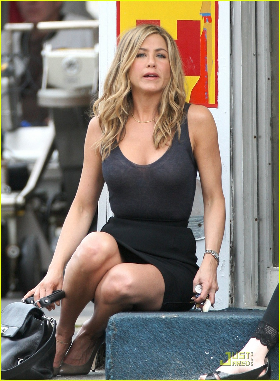 jennifer aniston: barefoot bike babe!: photo 2005021 | jennifer