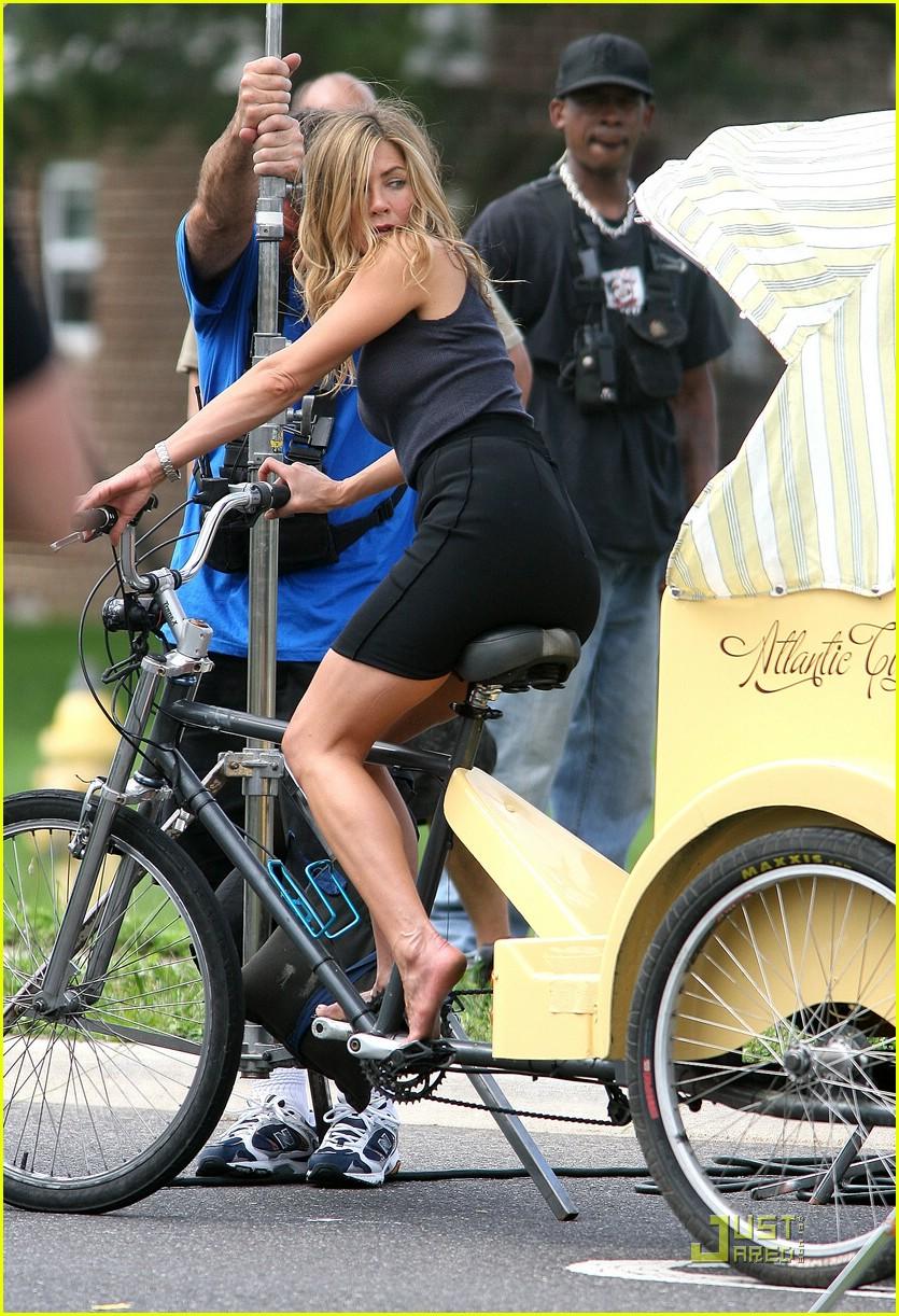 jennifer aniston biking bounty hunter 012007591