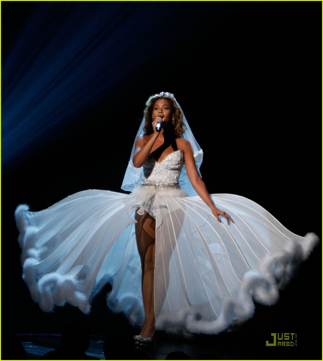 beyonce wedding dress 07