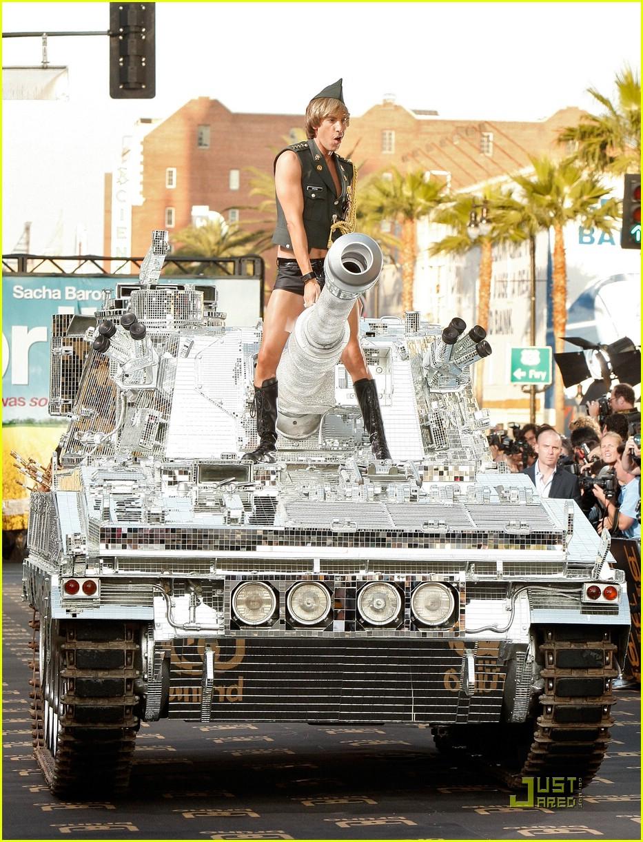 sacha baron cohen tank bruno 03