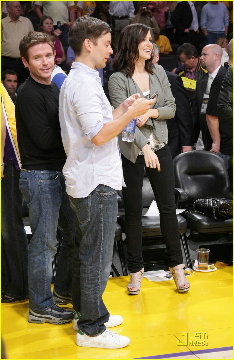 sophia bush lakers 17