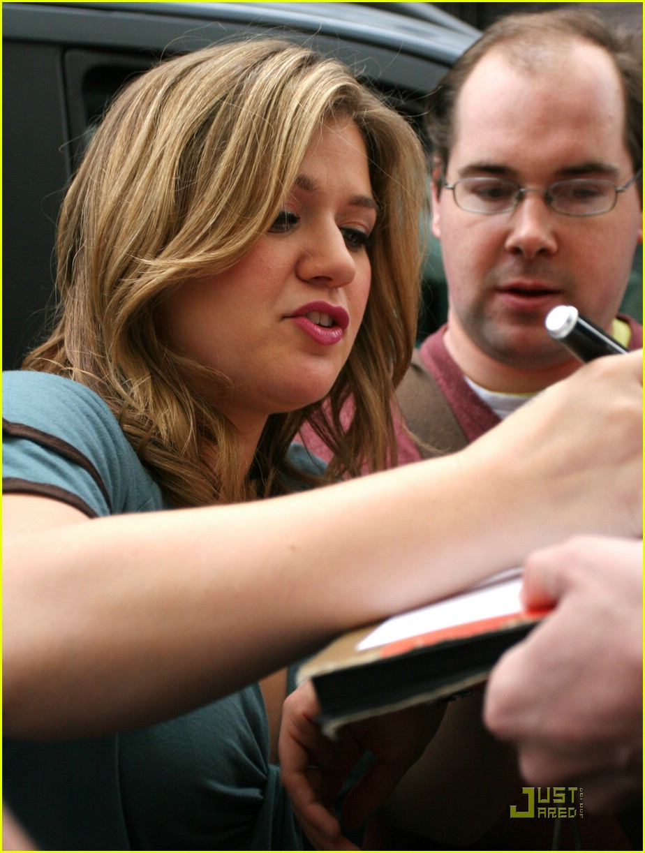 kelly clarkson tongue 12