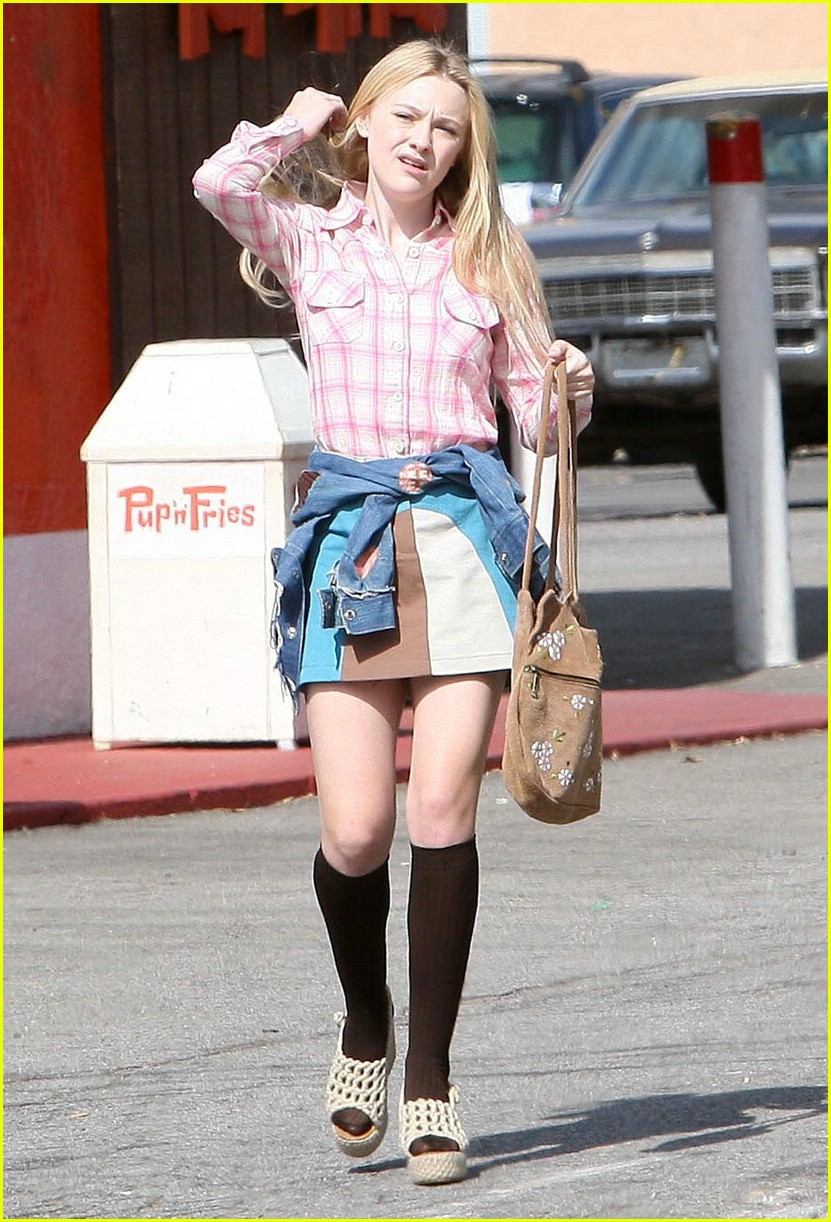 dakota fanning pink plaid princess 06
