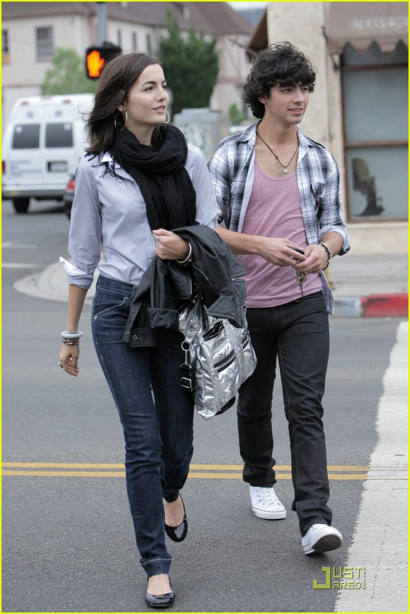joe jonas and camille belle dating