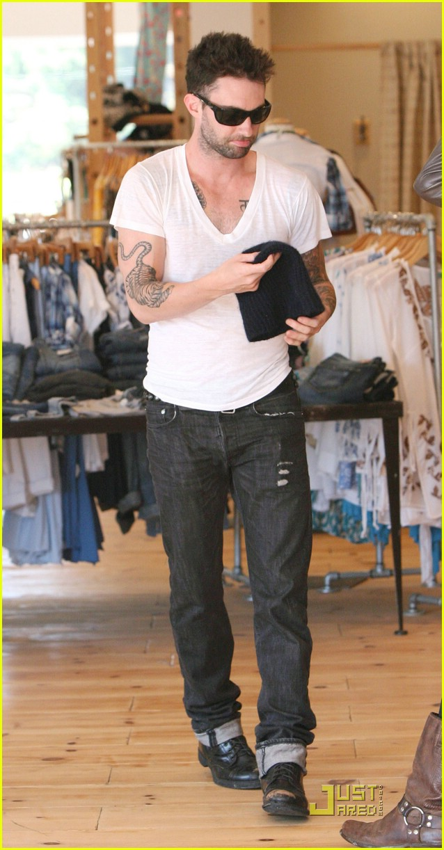 adam levine plain white tee 04