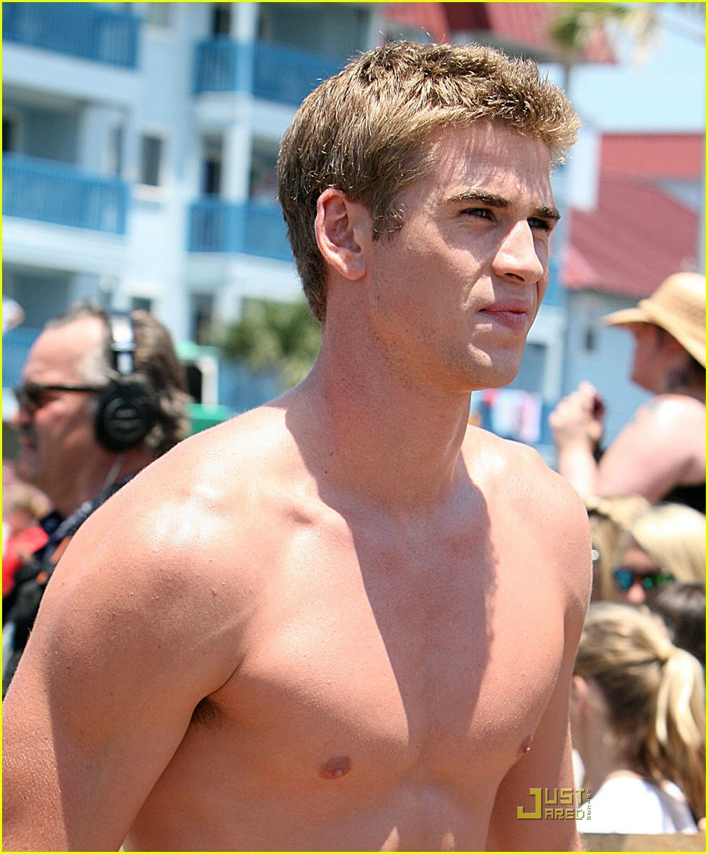 liam hemsworth shirtless 07
