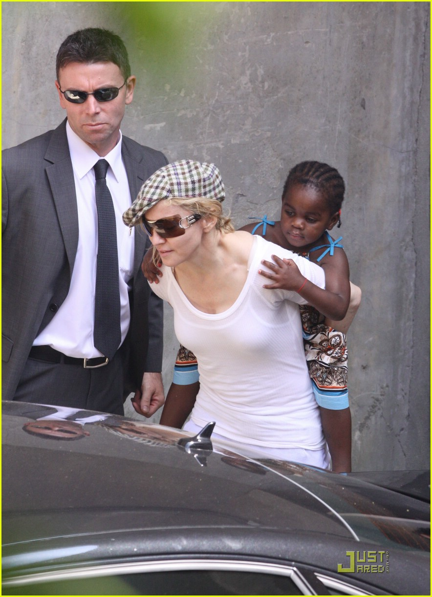 madonna piggyback ride guy ritchie david banda 05