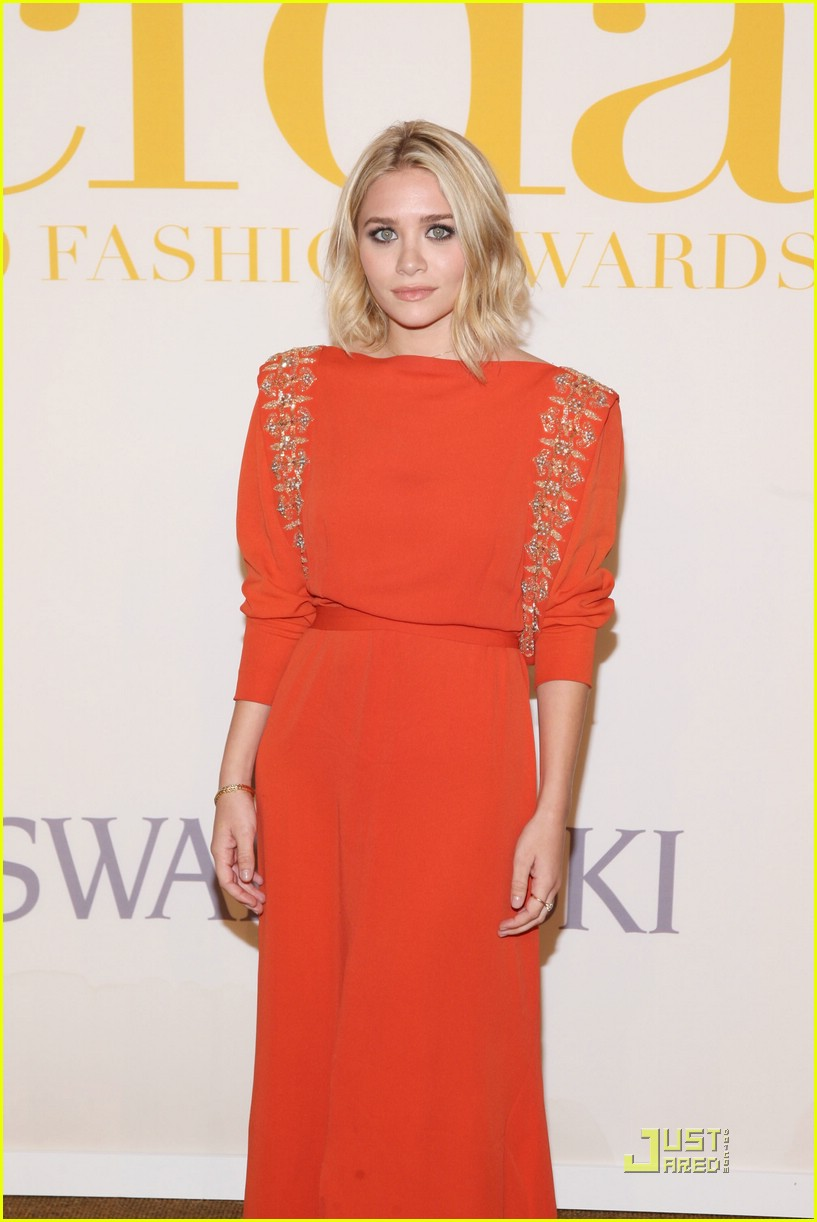 ashley olsen regal red 071990171
